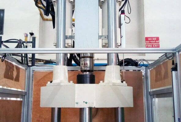 Vertical-Machine-for-insert-molding